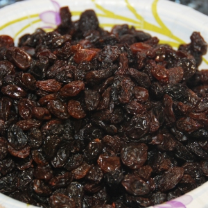 Garnish: Raisins
